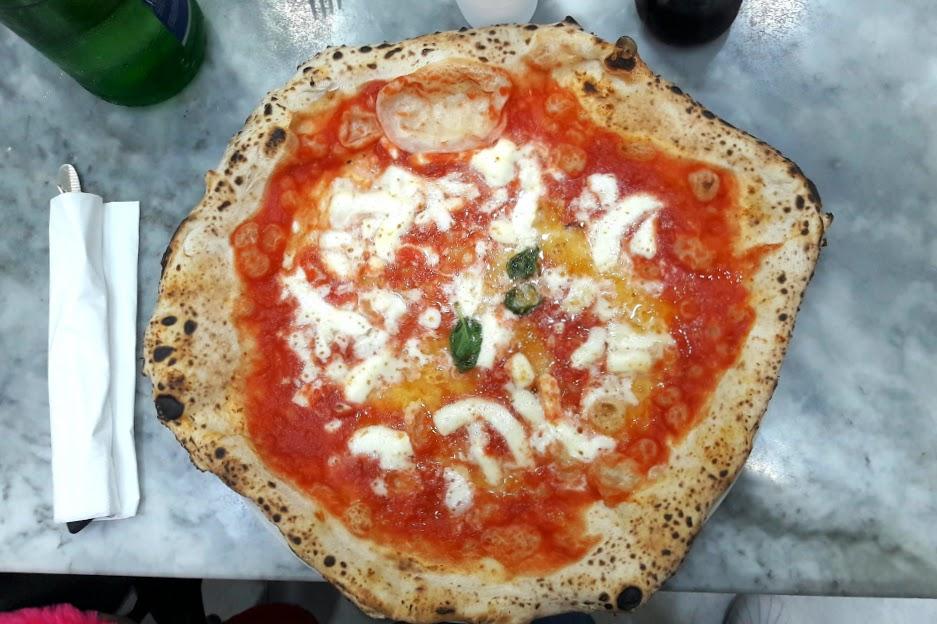 Ricetta Pizza Napoletana Da Michele.Da Michele A Forcella La Pizza Napoletana Per Eccellenza
