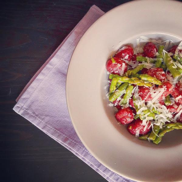 Gnocchi di barbabietola, Asparago verde e Pecorino toscano; taste of freedom; ricette di primavera;